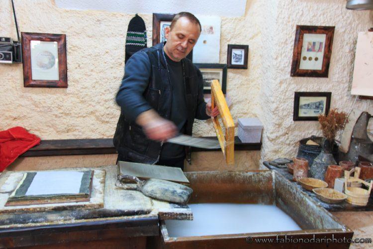produttore artigianale di carta a ohrid