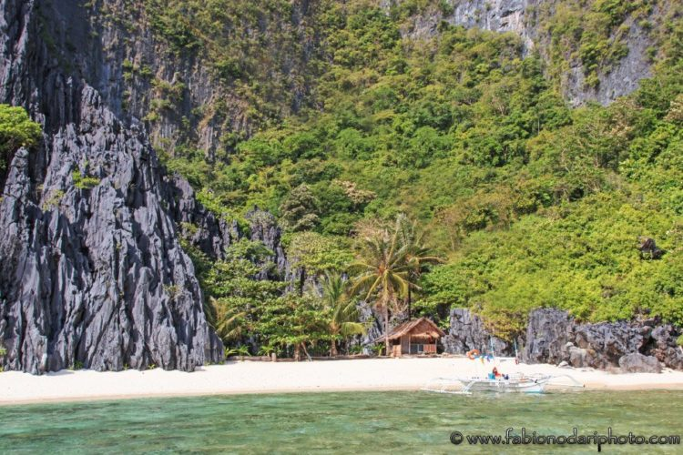 beach in el nido in palawan