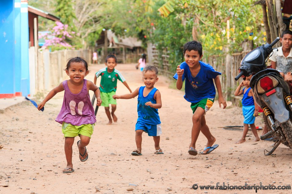 children in nacpan in the philippines