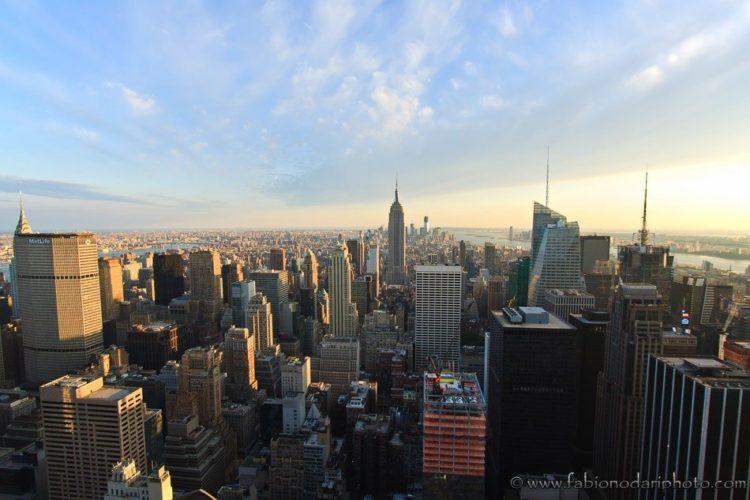 skyline i New York al tramonto