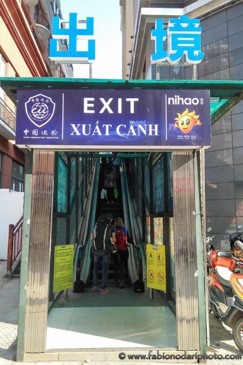 exit vietnam border