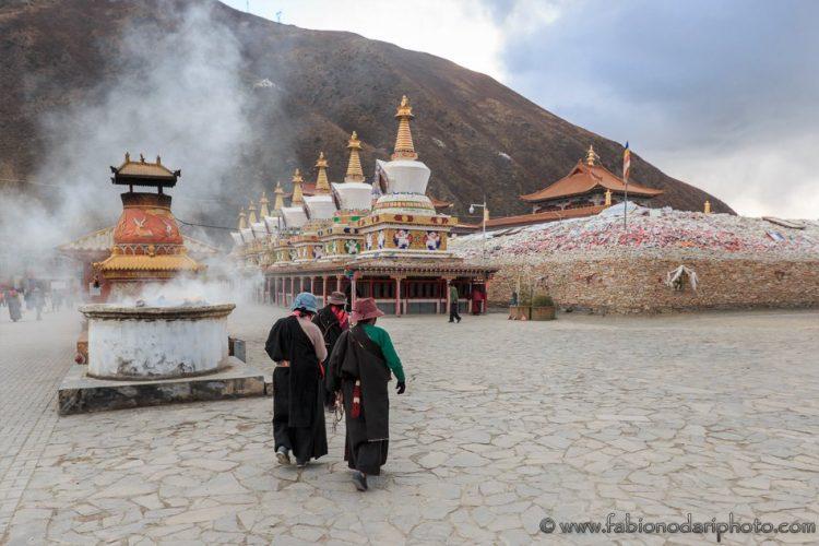 buddhist monks tibet