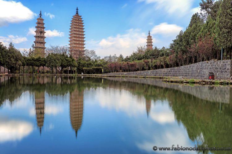 three pagodas dali