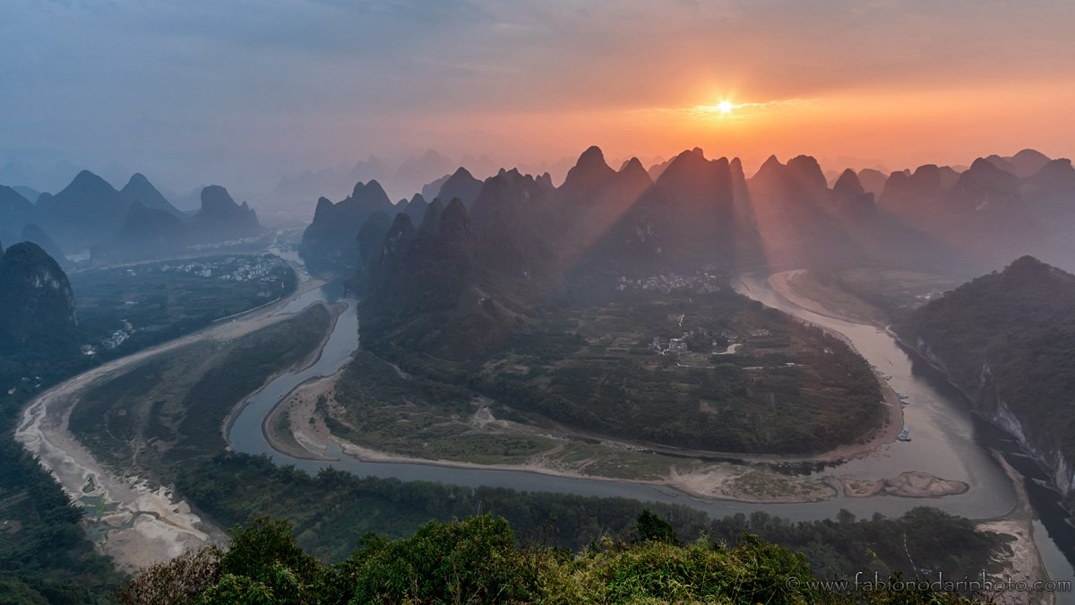 sunrise in Xingping Damianshan